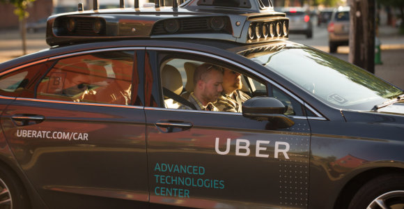 """""""Uber"""" iššvaistė 2,5 mlrd. dolerių kurdama autonominius automobilius, tačiau dabar ruošia kitą planą"""
