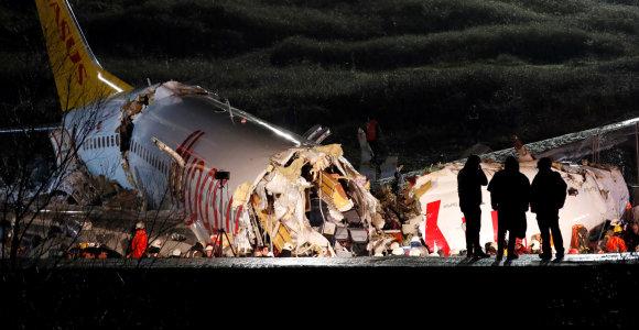 Stambule nuo tako nuslydęs lėktuvas dužo į tris dalis – katastrofoje žuvo 3 žmonės