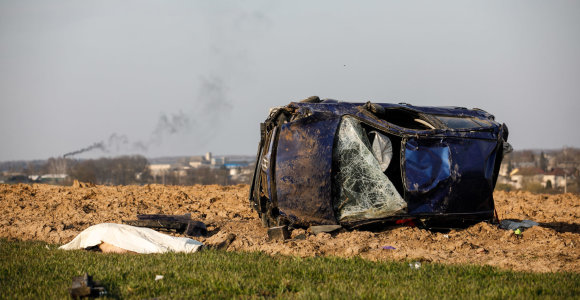 Nelaimė Kauno rajone: nuo kelio nuskriejo automobilis, žuvo žmogus