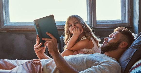 """Kaip Lietuvos žiniasklaidoje piešiami mamos ir tėčio portretai: mama – atsakinga už vaiką, """"esu tėtis"""" – statuso simbolis"""