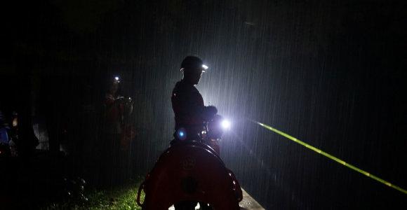 Indonezijoje staigus potvynis nusinešė mažiausiai šešių moksleivių gyvybes