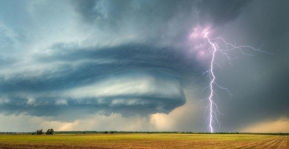 Konkursui atrinkti 2019-ųjų pasaulio įspūdingiausi orų kadrai: pamatykite ir balsuokite!