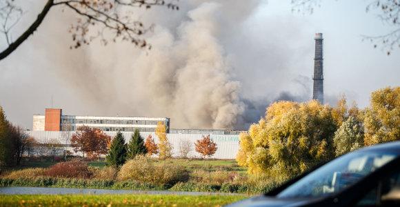 """Tirs gaisro Alytuje žalą: įmonėje """"Ekologistika"""" – patikrinimas"""