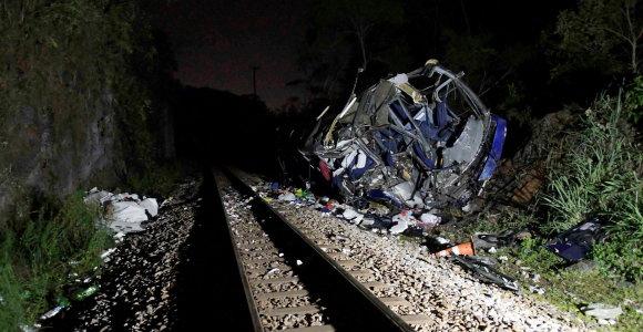 Brazilijoje nuo viaduko nulėkus autobusui žuvo mažiausiai 16 žmonių