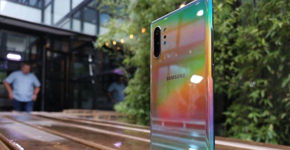 """Pristatoma naujoji """"Samsung Galaxy Note 10"""" serija: žvilga vidumi ir išore"""
