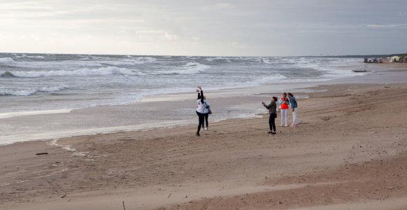 Palanga pildys paplūdimius iš jūros iškastu smėliu