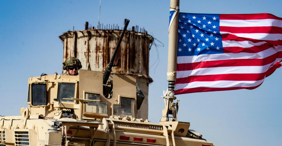 Amerikiečių pareigūnas: JAV kariams šiaurės Sirijoje įsakyta palikti šalį