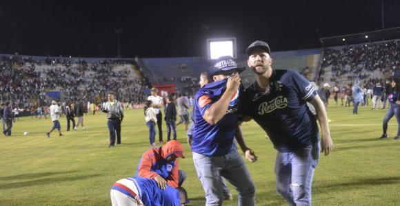 Košmaras Hondūre: futbolo rungtynės virto mirtį sėjančiomis riaušėmis