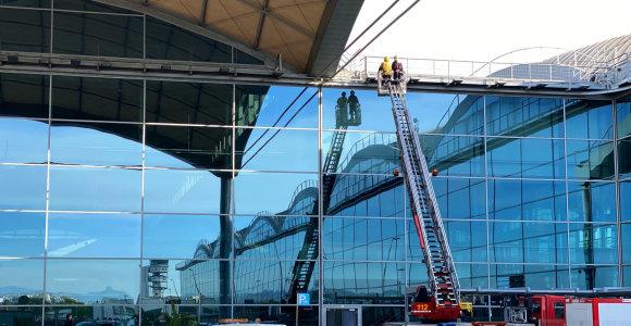 Užsidegus Alikantės oro uosto terminalo stogui, evakuoti keleiviai ir darbuotojai