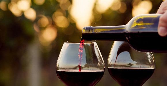 D.Trumpui įvedus naujus muitus, prancūziško vyno eksportas į JAV krito beveik perpus