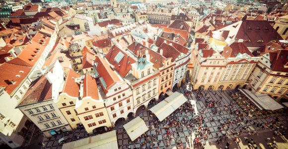 """Turistams Prahoje atsiras iššūkių – miestas stoja į kovą su """"Airbnb"""""""