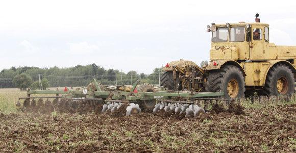 Neariant žemės laimi ūkininkas ir gamta?