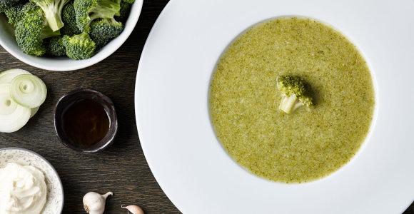 Greita brokolių sriuba, kuriai sotumo suteiks bolivinė balanda