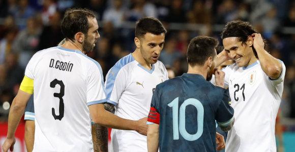 Per draugiškas rungtynes – E.Cavani ir L.Messi konfliktas: siūlė išsiaiškinti santykius