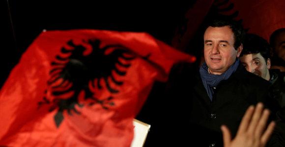 Kosovo premjeras kaltina JAV pasiuntinį sukėlus politinę krizę