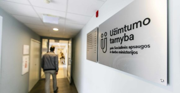Įdarbinimo tvarka dalį universitetų dėstytojų vasarai gena į darbo biržą