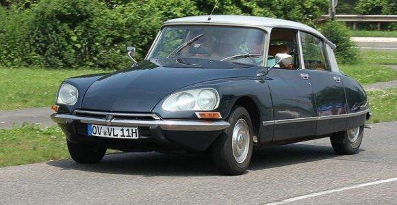 """Ypatingas automobilis: kodėl """"Citroën DS"""" turėjo tik vieno stipino vairą?"""
