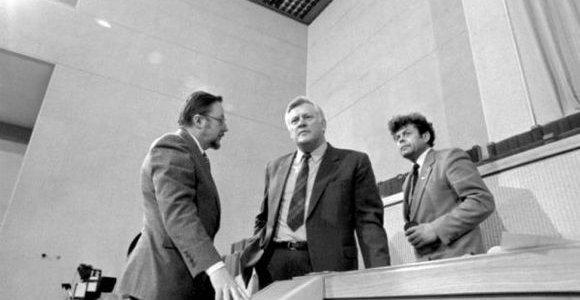 Tyrimas atskleidė, kodėl lietuviai nepasitiki valdžia: klaidos prasidėjo dar 1990-aisiais