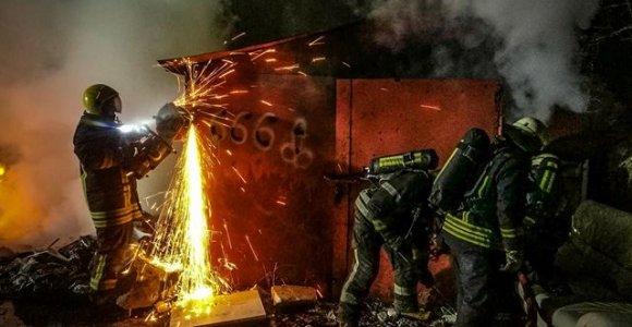 Justiniškių garažų masyve kilo gaisras