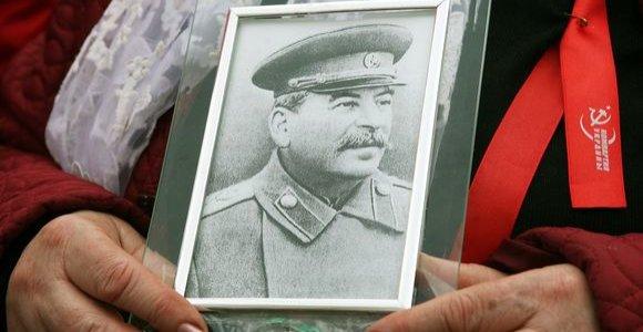Nacių nuotrauką ištyrę Rusijos mokslininkai nustatė J.Stalino eros masinių kapų vietą