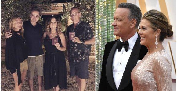 Graikijos garbės piliečiais tapusiems Tomui Hanksui ir Ritai Wilson įteikti tai patvirtinantys pasai