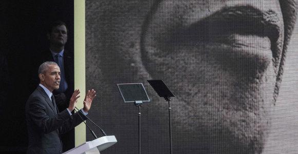 B.Obama N.Mandelos atminimui skirtoje kalboje netiesiogiai papriekaištavo D.Trumpui