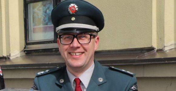 Telšių pareigūnas pluša ir be uniformos – išgelbėjo spardomą jaunuolį ir pričiupo mušeiką