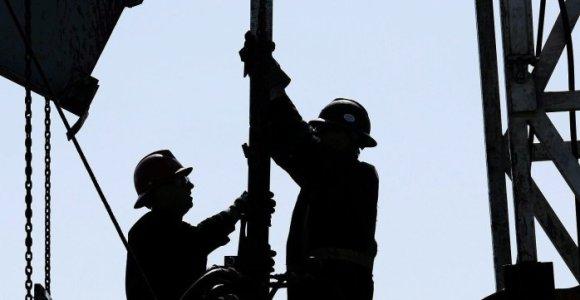 Naftos perdirbimas Kinijoje dėl koronaviruso smuko į žemiausią nuo 2014 metų lygį