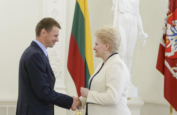 R. Dačkus nuotr./Prezidentė Dalia Grybauskaitė apdovanojo ir Lietuvos teatro, kino ir televizijos aktorių, režisierių, lietuvių literatūros klasikos propaguotoją Rolandą Kazlą.