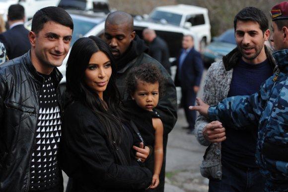 "AFP/""Scanpix"" nuotr./Kim Kardashian su dukra North Armėnijoje"