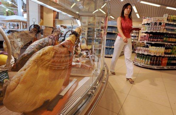 """AFP/""""Scanpix"""" nuotr./Rusijos sankcijų Vakarams kaina – aukštesnės žemesnės kokybės prekių kainos"""