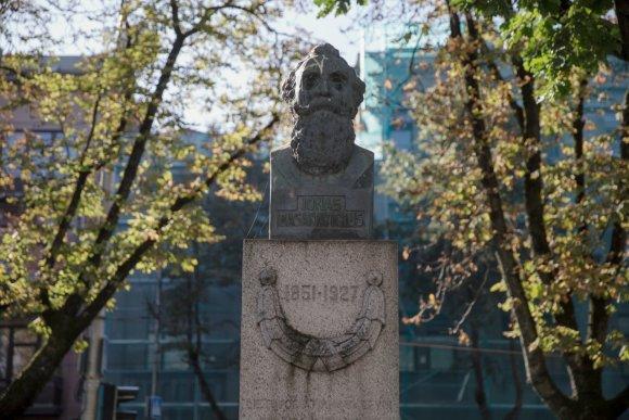 Svetlanos Baturos nuotr./Jonas Basanavičius. Juozo Zikaro skulptūra