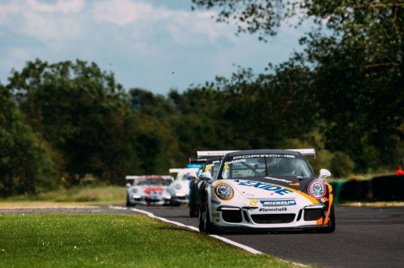 """Organizatorių nuotr./Didžiosios Britanijos """"Porsche Carrera"""" varžybos """"Croft"""" trasoje"""