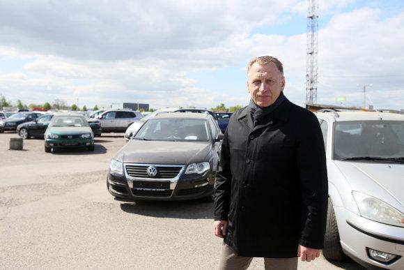 Eriko Ovčarenko/15min.lt nuotr./Kauno automobilių turgaus vadovas Valentinas Naujanis