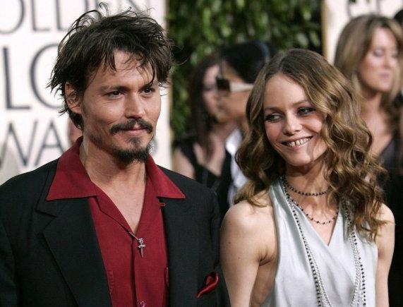 """""""Reuters""""/""""Scanpix"""" nuotr./Johnny Deppas ir Vanessa Paradis 2006-aisiais"""