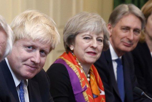 """""""Reuters""""/""""Scanpix"""" nuotr./Borisas Johnsonas, Theresa May ir Phillipas Hammondas"""