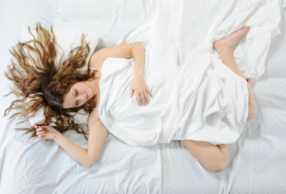 Mieganti mergina