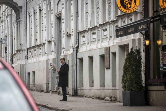 Vidmanto Balkūno / 15min nuotr./Rolandas Paksas išeina iš susitikimo su Gedvydu Vainausku