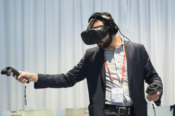 """EMPICS Entertainment/Scanpix nuotr./HTC virtualios platformos """"Vive"""" pristatymas Barselonoje"""