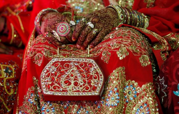 """""""Reuters""""/""""Scanpix"""" nuotr./Masinė vestuvių ceremonija Pakistane"""