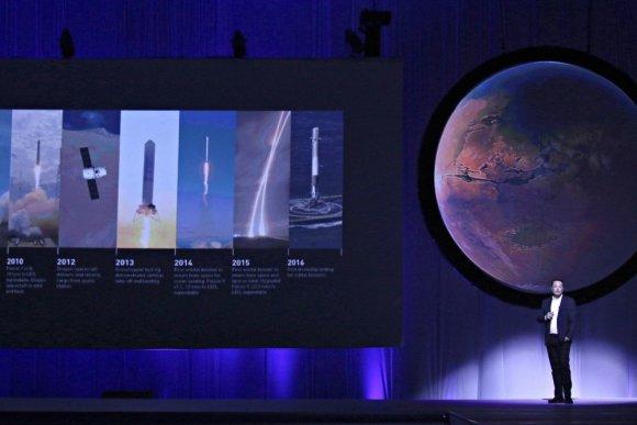 """""""Reuters""""/""""Scanpix"""" nuotr./Elonas Muskas pristatė Marso kolonizavimo planus"""