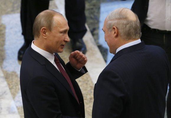 """""""Scanpix""""/AP nuotr./Rusijos prezidentas Vladimiras Putinas ir Baltarusijos prezidentas Aleksandras Lukašenka"""