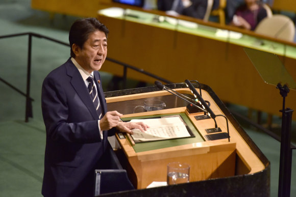 """""""Scanpix""""/""""Sipa USA"""" nuotr./Shinzo Abe Jungtinių Tautų Generalinėje Asamblėjoje"""