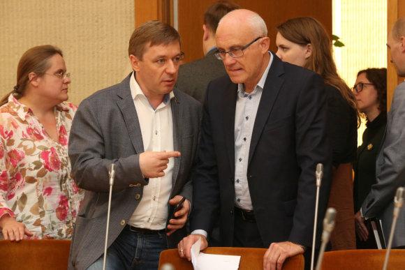 Vidmanto Balkūno / 15min nuotr./Ramūnas  Karbauskis ir Stasys Jakeliūnas