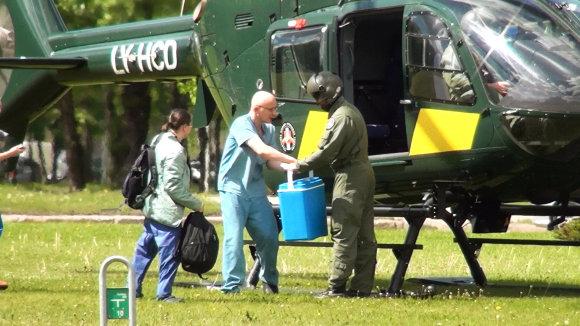 15min.lt/Audriaus Gavėno nuotr./ Į Vilnių sraigtasparniu atskraidintas donoro organas