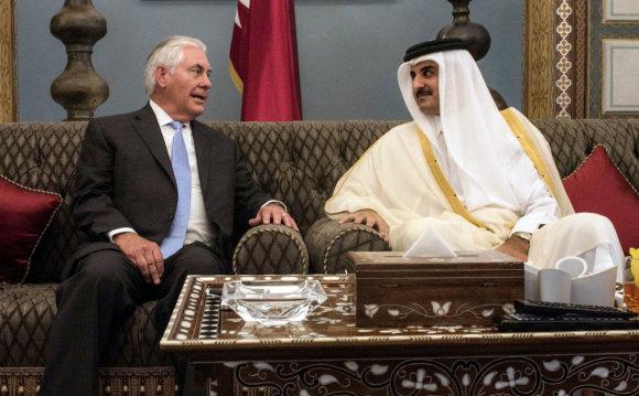 "AFP/""Scanpix"" nuotr./Rexas Tillersonas ir Mohammedas bin Abdulrahmanas Al-Thani"