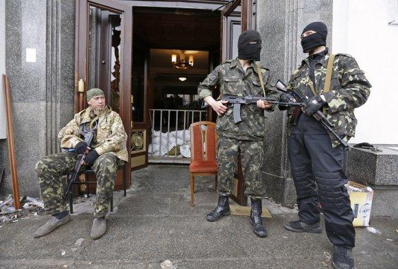 """""""Reuters""""/""""Scanpix"""" nuotr./Ginkluoti prorusiški separatistai Luhanske"""
