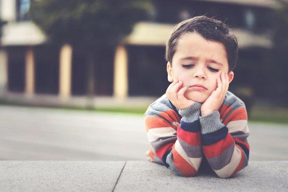 Fotolia nuotr./Nuobodžiaujantis vaikas