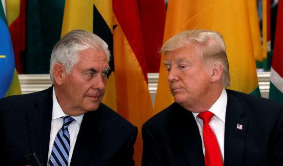"""""""Reuters""""/""""Scanpix"""" nuotr./Rexas Tillersonas ir Donaldas Trumpas"""