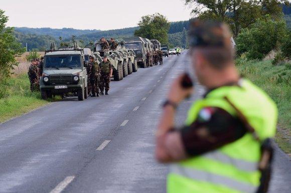 """AFP/""""Scanpix"""" nuotr./Vengrijos kariai pasienyje su Kroatija"""